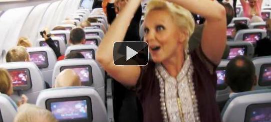 Finnairin lentoemännät yllättivät Bollywood-tanssilla